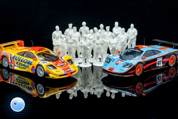 McLaren F1 GTR met toeschouwers